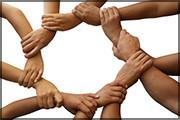 Ineinandergreifende Hände symbolisieren die enge Zusammenarbeit mit unseren Partnern